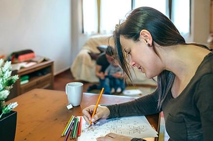 Estudiar las competencias que se desarrollan durante la crianza y el trabajo de cuidados.