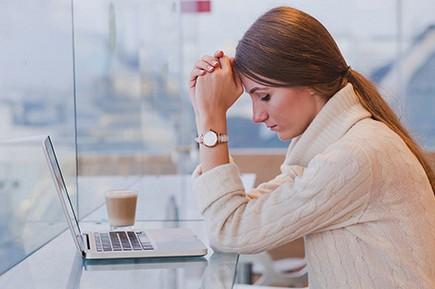 Investigar los efectos psicosociales que produce la situación de desempleo de larga duración en mujeres que han llevado a cabo trabajos de cuidados no remunerados.